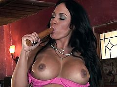 Horny hooker Mariah Milano puts on a solo show you must see
