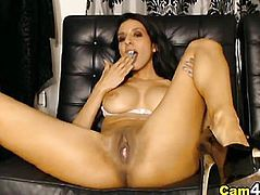 Busty Hottie Rubs her Clit and Toys her Pussy