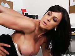 Tyler Nixon buries his hard cock in eye-popping Kendra Lusts bush