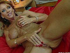 Hussy bitch touches and squeezes her big fake boobs while kinky dude examines her juicy slit with his playful tongue. Don't skip exciting Brazzers network sex video for free.