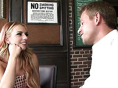 Lexi Belle gets mouth drilled by hot guy