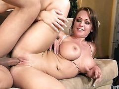 Chloe Reece Ryder loves the way horny guy plugs her snatch