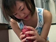 Kinky japanese gives warm blowjob before swallowing a large load