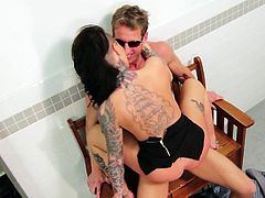 Devilish looking brunette spreads legs wide to enjoy good tongue job by one well-endowed dude. He polishes her clit and fucks her pussy in missionary style from behind.