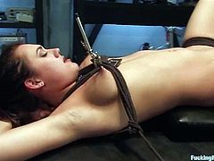 Charming dark-haired girl Gwen Diamond is getting naughty indoors. Some guy binds the hottie and then pokes a fucking machine into Gwen's vag and makes the chick ride it.