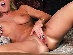 Flirty bombshell Niki Young displays her neat vagina in solo scene