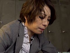 Japanese milf Tamaki Nakaoka comes to a garage where her car is being repaired. She goes to the locker room with a mechahic and sucks his dick because she doesn't have any money to pay for the maintenance.
