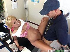 Sexy blonde babe gets her cherry polished before screwed missionary style