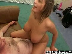 2 hot amateur girlfriends, one black, one white, share one guy's cock ! Blowjob, fuck and cumshot on ass !