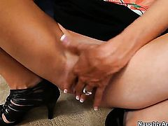 Joey Brass gets pleasure from fucking horny as hell Emma Starr's wet spot