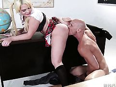 Alexis Ford with juicy breasts and Johnny Sins have a lot of fun in this hardcore action