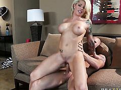 Johnny Sins bangs Brooke Haven with gigantic knockers as hard as possible in steamy sex action