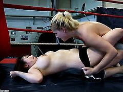 Blonde tramp Brandy Smile with big tits lets Tigerr Benson stick her tongue in her lesbian hole