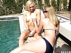 Samantha Ryan and Lux Kassidy are ready to rub each others pussy hole day and night