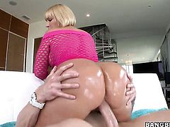 Melanie Monroe with big butt spends her sexual energy with hot dude