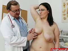 Horny brunette woman takes the clothes off and then gets examined by the doctor. Later on she gets her pussy toyed and ass fingered.