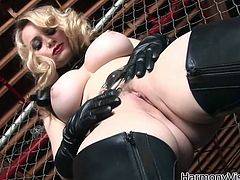 Blonde hooker has got curvy sexy body. She is also a proprietress of gorgeous C cup breasts. Raunchy MILF enjoys getting her clam licked actively.