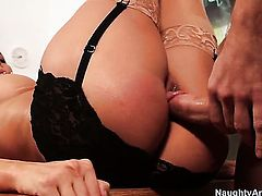 Johnny Castle is horny as hell and cant wait any more to fuck Fabulously hot wench Rachel Starr