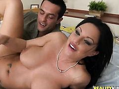 Piercings Kerry Louise has some time to get some pleasure with guys meat stick in her mouth