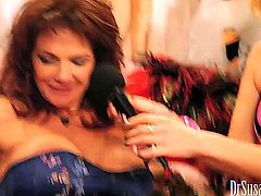 deauxma squirts 27 times.