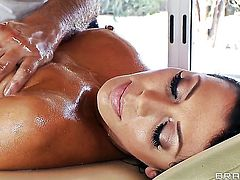 Rachel Starr with massive jugs milking Keiran Lees love wand with her hot lips