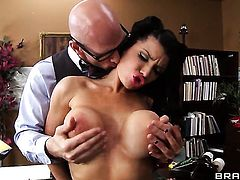 Johnny Sins explores the depth of delicious Romi Rains throat with his love wand