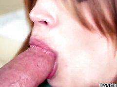 Alyssa Branch is fucking good at making men cum with her warm hands