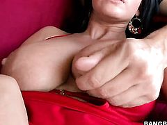 Marilyn Scott loves deep pussy pounding