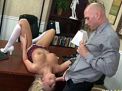 Sizzling blonde college hoe Britney Amber works on Johnny Sins big dick