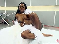 Lustful ebony hottie Jada Fire is getting naughty indoors. She shows off her nice tits and ass and then gets her snatch drilled by a fucking machine.