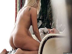 Blonde cant stop dildoing her beaver