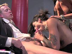 Claudia Valentine, Megan Vaughn, Mia Gold, and Bonnie Rotten are horny as hell ladies that suck black and white cock like sex crazed animals in outstanding White House orgy. Great porn parody!