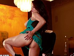 Come and see how the gorgeous and intense brunette goddess Sunny Leone masturbates for you while assuming some very interesting poses in this wild free porn video.