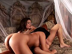 Eva Angelina and Austin Kincaidare two gorgeous ladies in old fashioned dresses have sensual lesbian sex. They lick and also lick their smooth pussies.