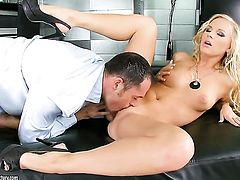 Blonde is on the edge of nirvana with hard schlong in her hole