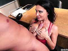 Jessica Jaymes gets her snatch attacked by Keiran Lees sturdy meat pole