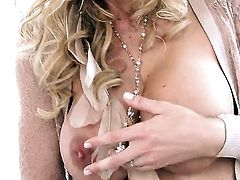 Brooke Banner with giant knockers and smooth cunt strokes her pussy the way she loves it