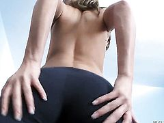 Victoria Lawson gives unbelievable oral pleasure to hard dicked guy by blowing his sausage