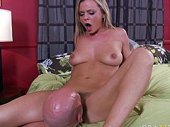 Curvy blondie with big jiggly tits Bree Olson fucks missionary style
