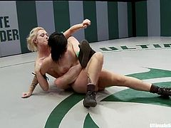 Gorgeous brunette chick loses the fight to the blonde one. So, Samantha Sin gets her sweaty pussy toyed with a strap-on and a vibrator.