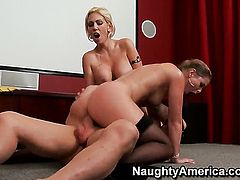 Sunny Lane with big ass has a great time getting it on with hard dicked bang buddy Evan Stone