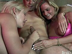 Hungry for cock blonde sluts gives awesome double blowjob