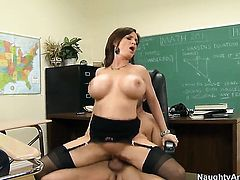 Kris Slater seduces Diamond Foxxx with gigantic boobs and smooth cunt into fucking