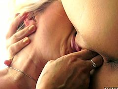 Light haired chubby babe eats sweetly pussy of bootylicious brunette slut