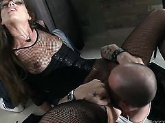 Mike Angelo fucks Sophie Lynx as hard as possible in anal sex action