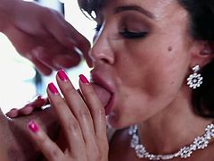 Voluptuous brunette pornstar Lisa Ann is amazingly hot during top hardcore show