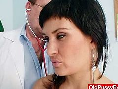 Valentina Rush is a busty milf who came in for her regular gyno examination. Her kinky doctor tested her sensibility with a vibrator and had her pee in a bowl.