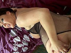This extremely seductive brunette needs a good pussy workout. She spreads her sexy legs wide to let her lover fuck her in missionary position. He dude fucks her nice and slow just the way she likes it. Then she grabs him by his head and pulls him towards her hungry pussy so he can lick it. Horny dude licks it properly like a true cunt licker.