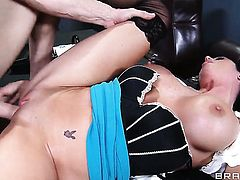 Aryana Augustine has a good time blowing Johnny Sinss love wand