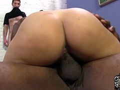 Cuckold Sessions brings you an intense free porn video where you can see how the alluring blonde Natasha Vega brides a black cock and humiliate her boyfriend.